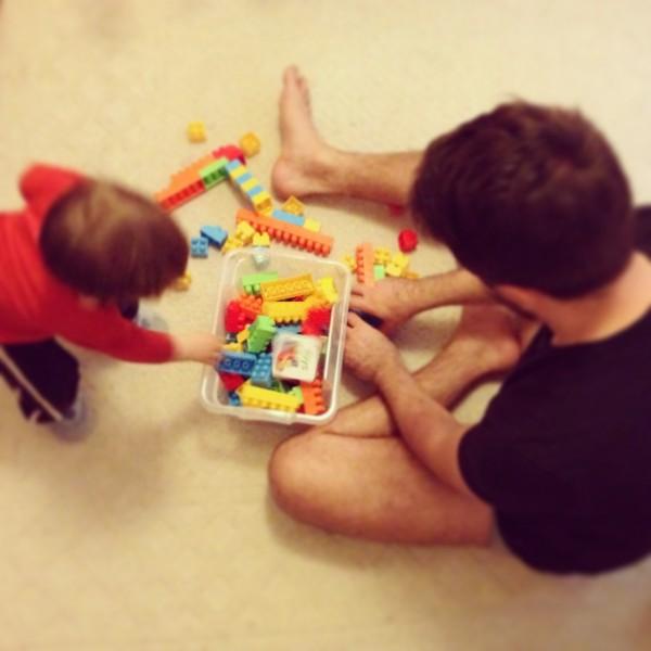 apával játszani